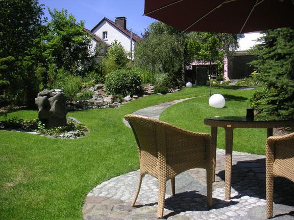 feng shui garten eines einfamilienhauses unter ber cksichtigung des altbestands der pflanzen. Black Bedroom Furniture Sets. Home Design Ideas